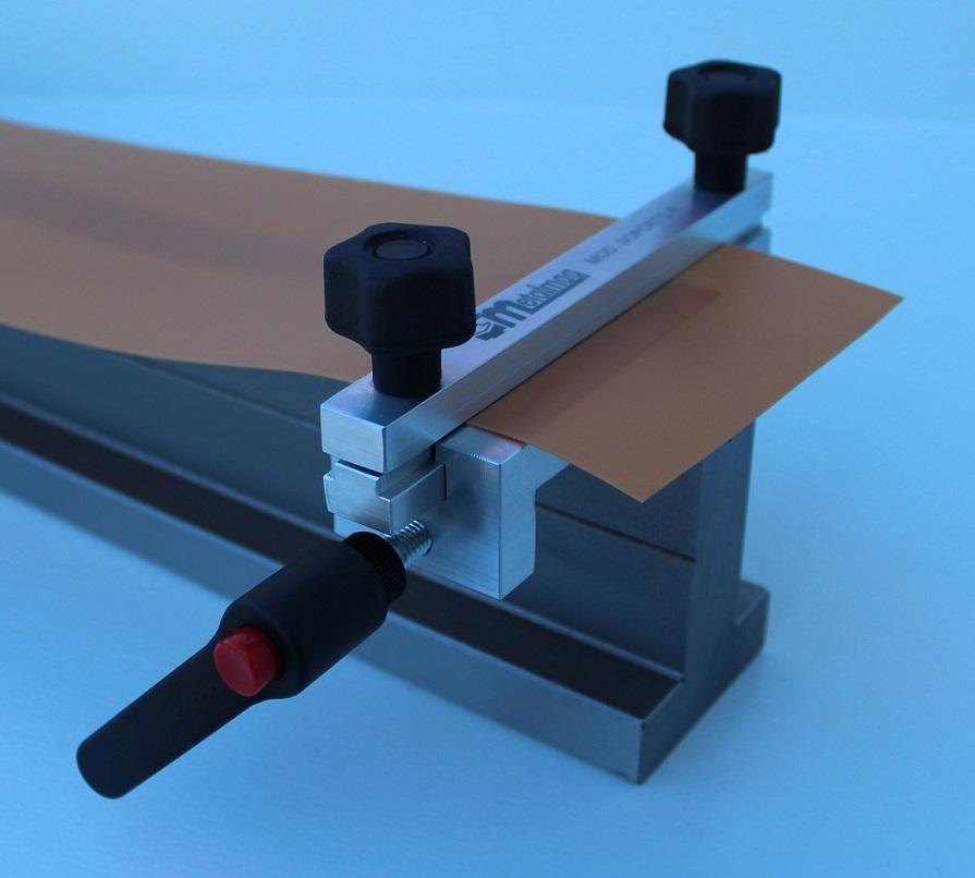 Soporte-P instalado en una matriz Promecam de plegadora