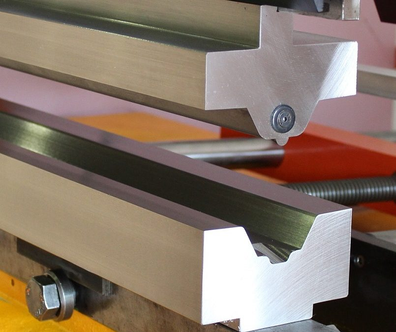 SPECIAL TOOL FOR A METAL SHEET DRAWING IN PRESS BRAKE AMADA